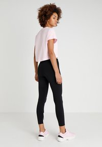Nike Sportswear - CROP - T-shirts med print - pink foam/black - 2
