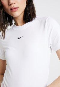 Nike Sportswear - W W NSW ESSNTL  - Jednoduché triko - white - 5