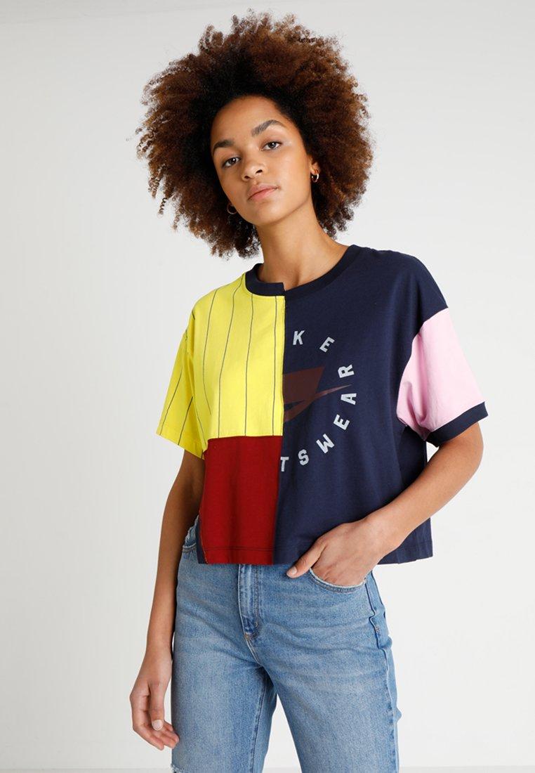 Nike Sportswear - T-Shirt print - obsidian/team red