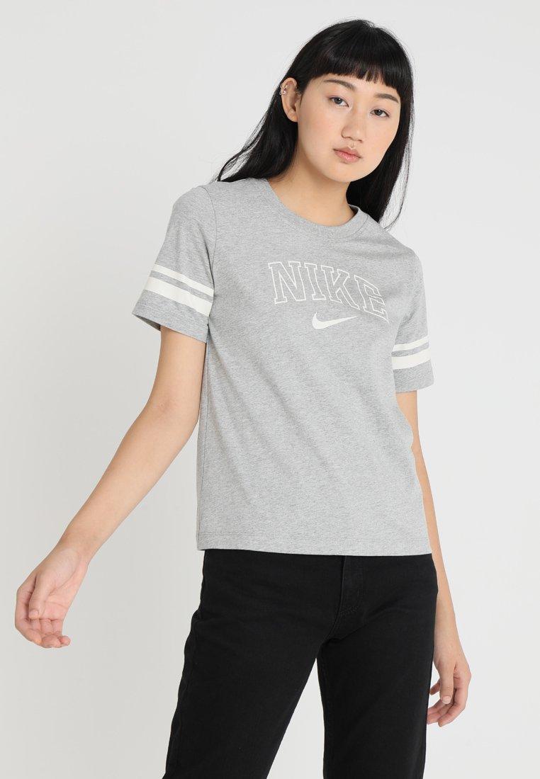Nike Sportswear - T-Shirt print - dark grey heather/matte silver