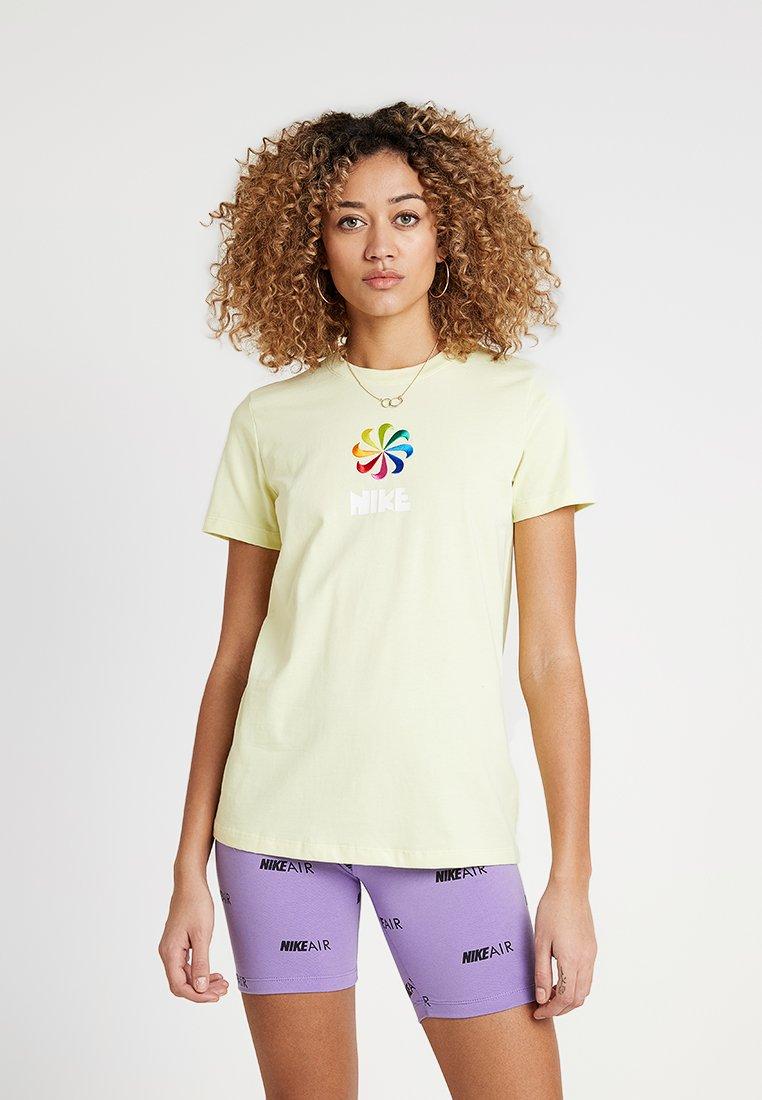 Nike Sportswear - TEE PINWHEEL - T-Shirt print - luminous green
