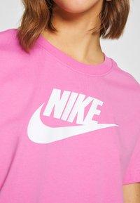 Nike Sportswear - TEE - Camiseta estampada - magic flamingo/white - 4