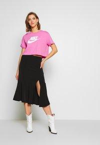 Nike Sportswear - TEE - Camiseta estampada - magic flamingo/white - 1