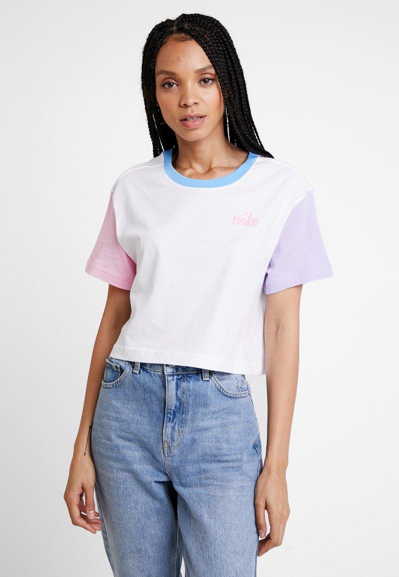 Nike Sportswear - TEE FEMME CROP - T-Shirt print - white