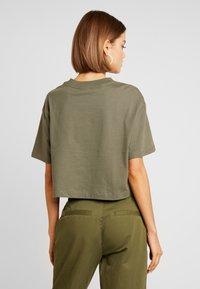 Nike Sportswear - AIR  - Camiseta estampada - medium olive - 2