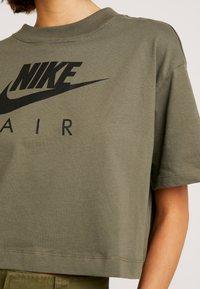 Nike Sportswear - AIR  - Camiseta estampada - medium olive - 4