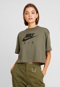 Nike Sportswear - AIR  - Camiseta estampada - medium olive - 0