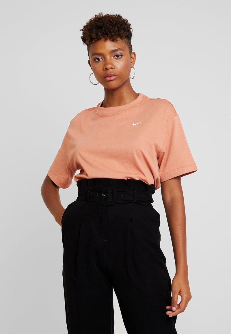 Nike Sportswear - T-Shirt basic - terra blush/white