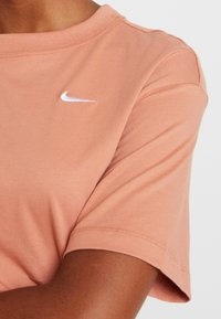 Nike Sportswear - T-paita - terra blush/white - 4