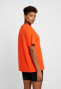 Nike Sportswear - T-paita - team orange/white - 2
