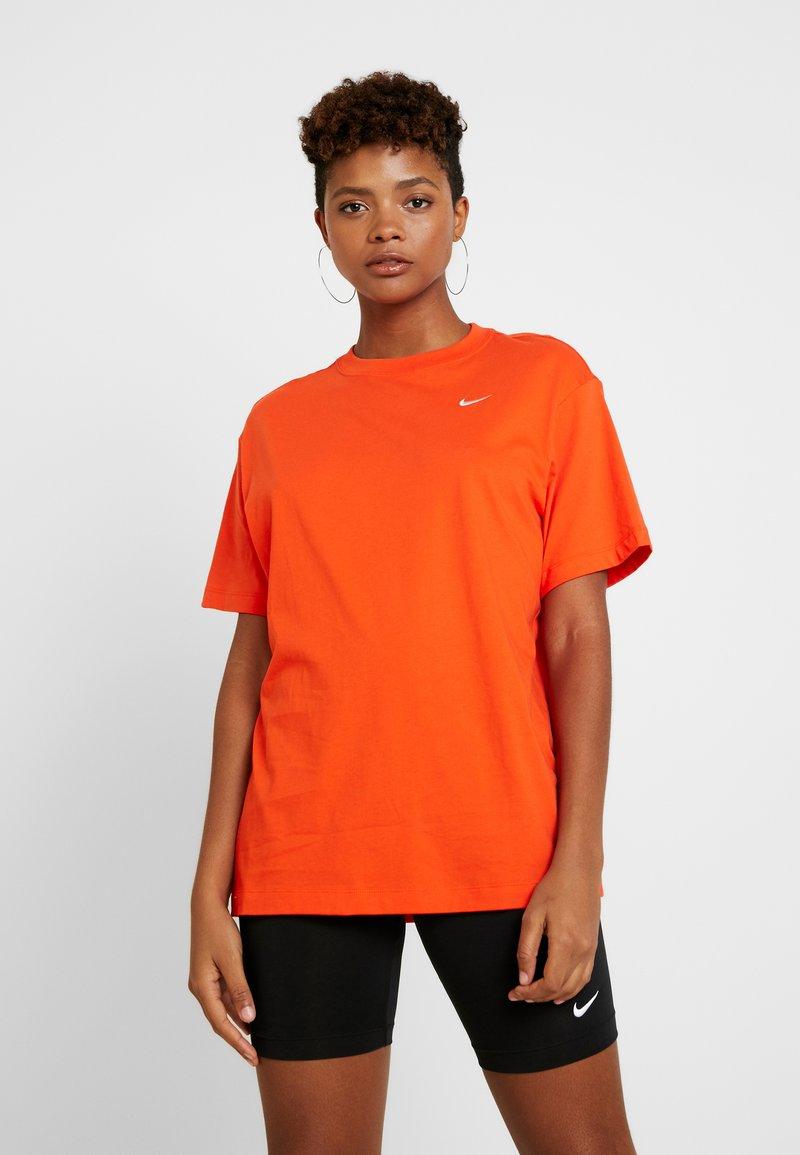 Nike Sportswear - Basic T-shirt - team orange/white