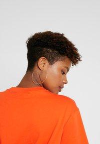 Nike Sportswear - T-paita - team orange/white - 4