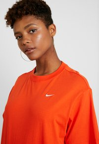 Nike Sportswear - T-paita - team orange/white - 6