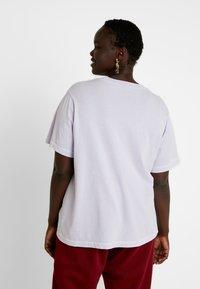 Nike Sportswear - REBEL PLUS - Triko spotiskem - lavender mist - 2