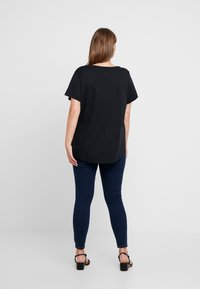 Nike Sportswear - TEE FUTURA PLUS - Printtipaita - black/white - 2