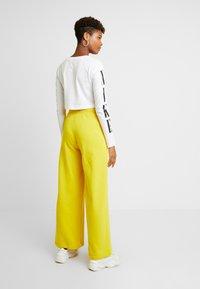 Nike Sportswear - TEE CROP - T-shirt à manches longues - white/black - 3