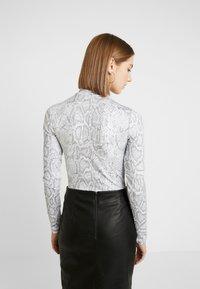 Nike Sportswear - Långärmad tröja - white/black - 2