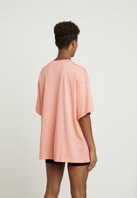 Nike Sportswear - Jednoduché triko - sunblush/white - 2
