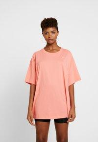 Nike Sportswear - Jednoduché triko - sunblush/white - 0