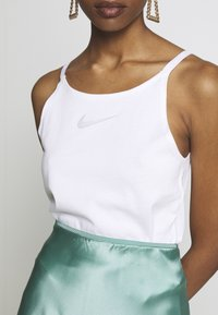Nike Sportswear - TANK UP IN AIR - Débardeur - white/smoke grey - 5