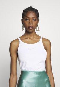 Nike Sportswear - TANK UP IN AIR - Débardeur - white/smoke grey - 0