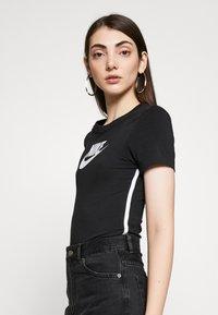Nike Sportswear - BODYSUIT - Print T-shirt - black/white - 3