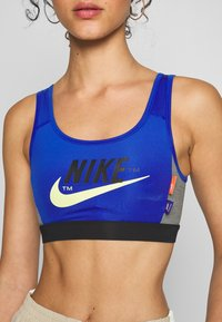 Nike Sportswear - MED PAD ICNCLSH BRA - Top - game royal/black/smoke grey/(limelight) - 5