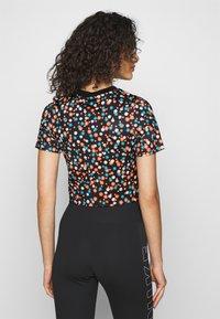 Nike Sportswear - TOP FLORAL - T-shirt print - black/(white) - 2