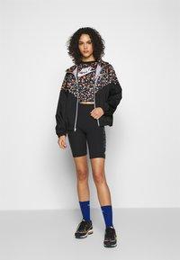 Nike Sportswear - TOP FLORAL - T-shirt print - black/(white) - 1