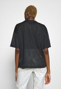 Nike Sportswear - W NSW - T-shirts med print - black/white - 2
