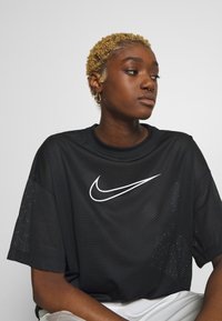 Nike Sportswear - W NSW - T-shirts med print - black/white - 3