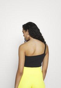 Nike Sportswear - W NSW SWSH  - Topper - black/white - 2