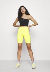 Nike Sportswear - W NSW SWSH  - Topper - black/white - 1