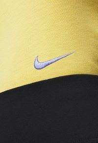 Nike Sportswear - W NSW TEE SLIM CROP LBR - Print T-shirt - topaz gold - 5