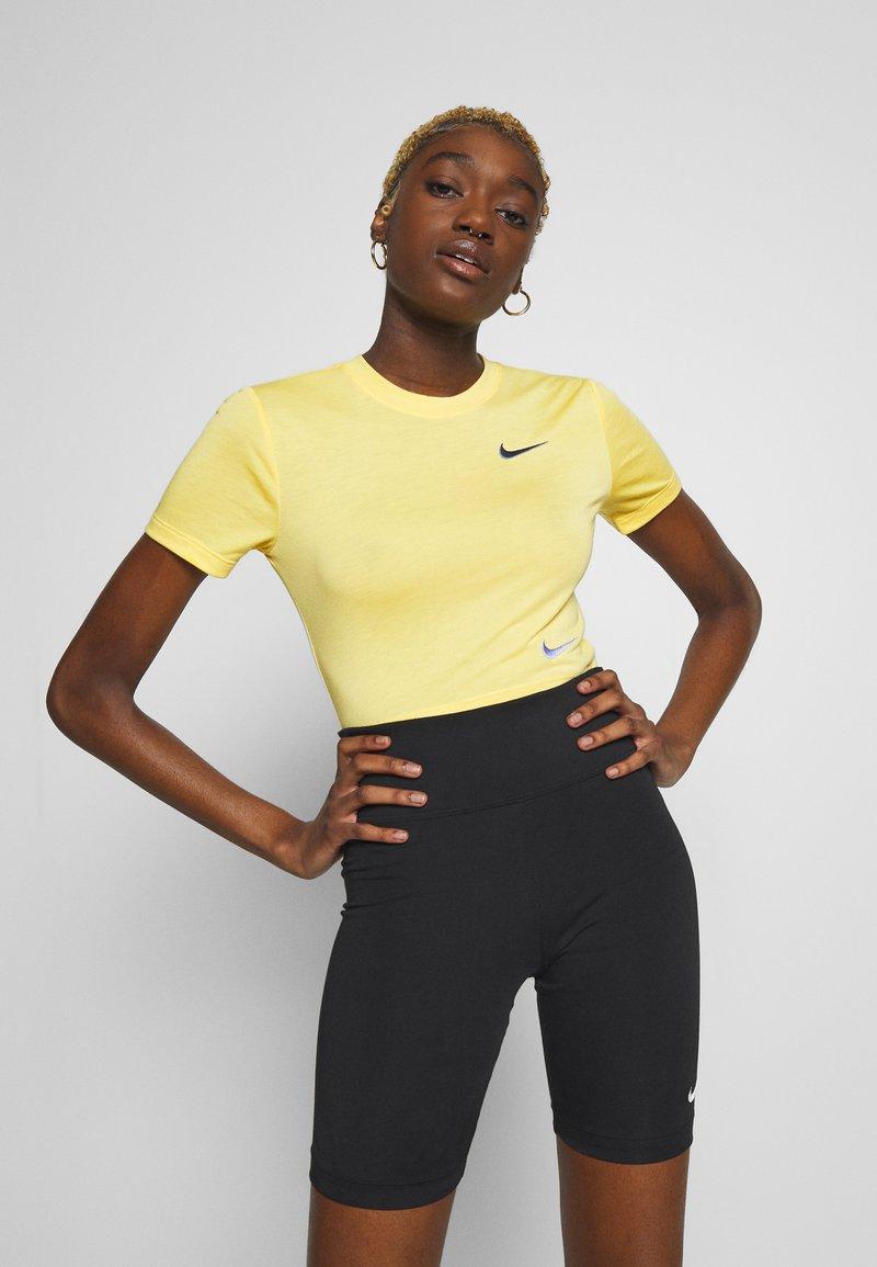 Nike Sportswear - W NSW TEE SLIM CROP LBR - Print T-shirt - topaz gold