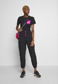 Nike Sportswear - ICON CLASH - T-shirts med print - black - 1