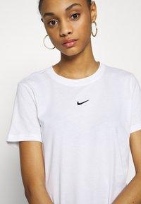 Nike Sportswear - TEE - T-shirt - bas - white/black - 4