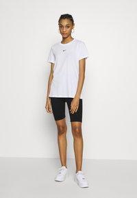 Nike Sportswear - TEE - T-shirt - bas - white/black - 1