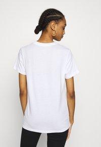 Nike Sportswear - TEE - T-shirt - bas - white/black - 2