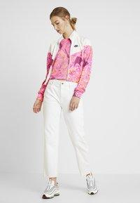 Nike Sportswear - FEM - Training jacket - pink - 1