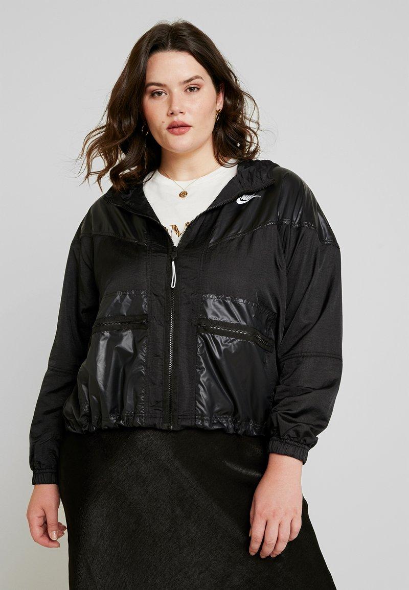 Nike Sportswear - CARGO REBEL PLUS - Verryttelytakki - black/white