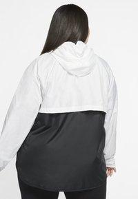 Nike Sportswear - PLUS - Lett jakke - white/black - 2