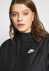 Nike Sportswear - FEM PLUS - Lett jakke - black - 4