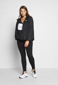 Nike Sportswear - FEM PLUS - Lett jakke - black - 1