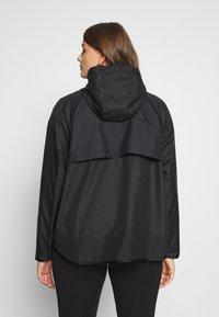 Nike Sportswear - FEM PLUS - Lett jakke - black - 2