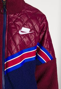 Nike Sportswear - Kort kåpe / frakk - night maroon/blue void/noble red/white - 5