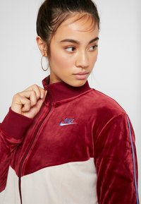 Nike Sportswear - PLUSH - Training jacket - team red/desert sand/university blue - 4