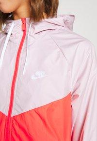 Nike Sportswear - Treningsjakke - barely rose/magic ember/white - 5
