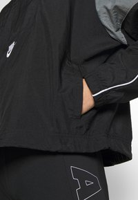 Nike Sportswear - Chaqueta fina - black/smoke grey/white/(white) - 5