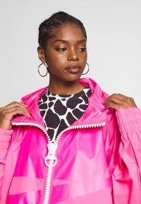 Nike Sportswear - Villakangastakki - hyper pink/white - 3
